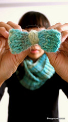 Knitted bow brooch