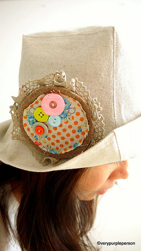 Linen hat - brooch