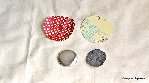 Making fabric button necklace