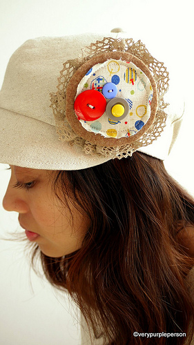 Linen hat - scrap brooch