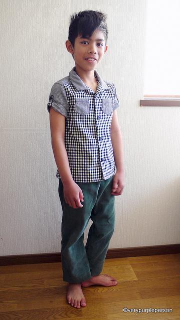 Checker print shirt and green corduroy sarouel